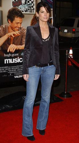 Sandra Bullock - Boot-cut Jeans