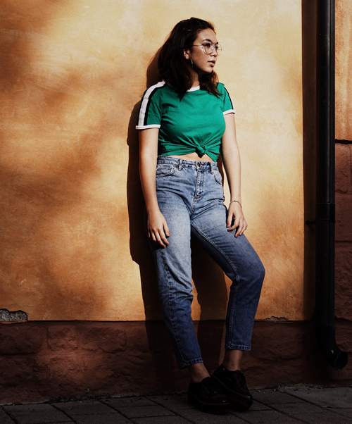 Mom Jeans vs Straight Jeans: What's The Difference?